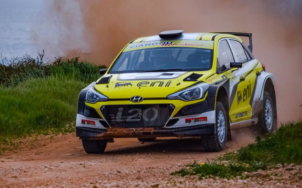 Hyundai i20 rallye compétition location sport chemin route